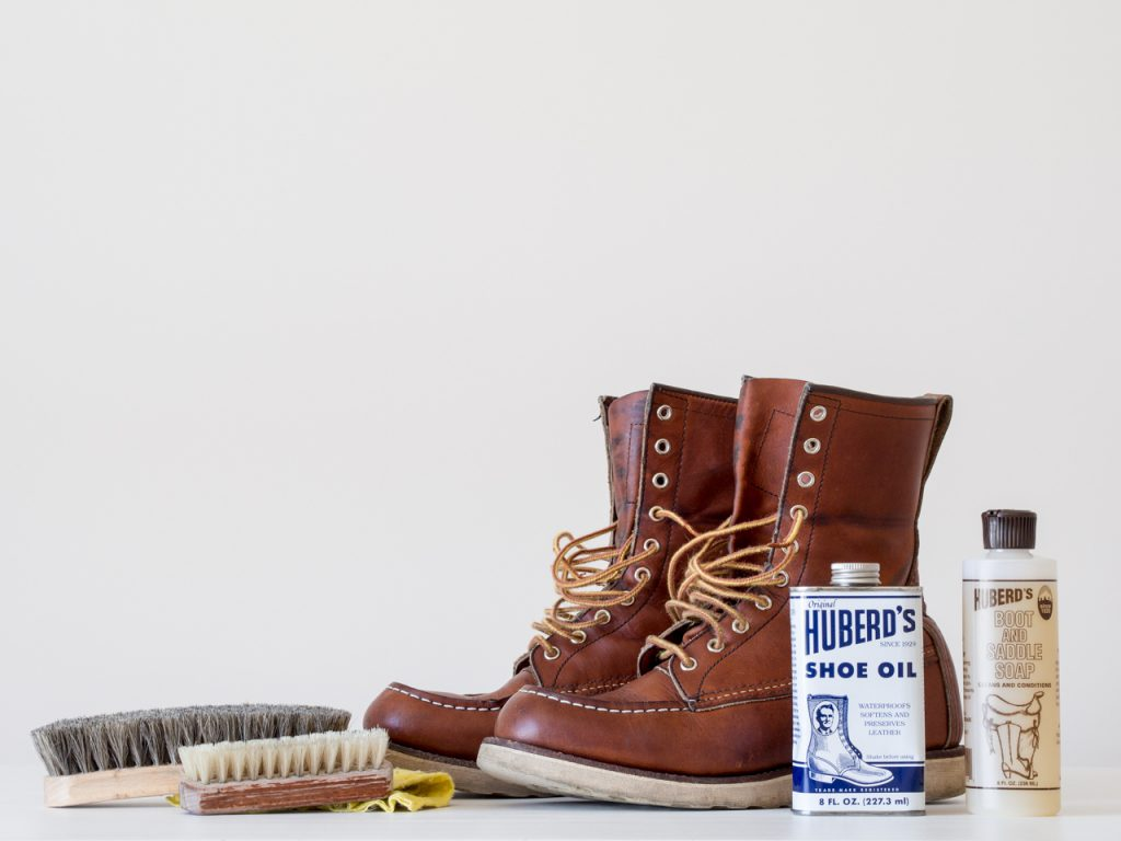 Huberd's Saddle Soap, Shoe Oil и Shoe Grease.